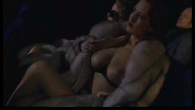 Une fente anale à gros cul excite les xxx femme enceint libertins