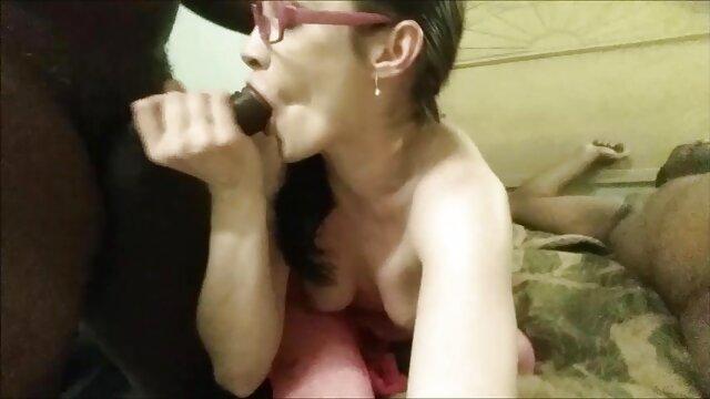 Énorme femme enceinte et porno éjaculation dans la bouche