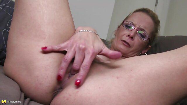 A pris une bite dans la video lesbienne enceinte bouche de son patron