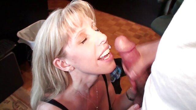 Masseuse donne un traitement complet enceinte porn à la dame